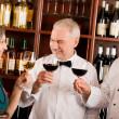 gérant de restaurant posant avec personnel professionnel — Photo