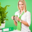 Foto Stock: Green business office woman smiling coffee