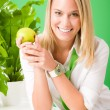 groene business office vrouw die lacht greep apple — Stockfoto #8600347