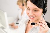 Müşteri servisi kadın çağrı merkezi telefon kulaklık — Stok fotoğraf