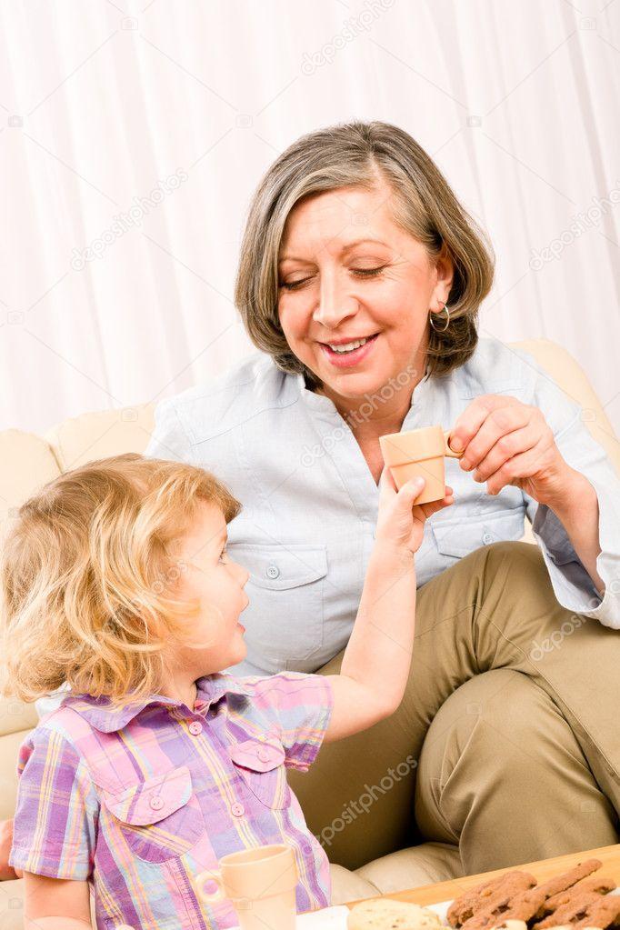 бабушка не принимает внучку или хлопковое белье