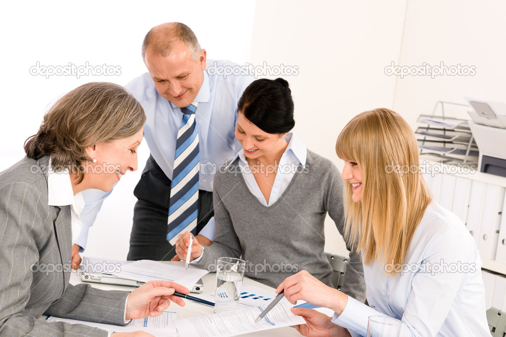 Business team meeting senior businesswoman with happy colleagues in office — Zdjęcie stockowe #9036683