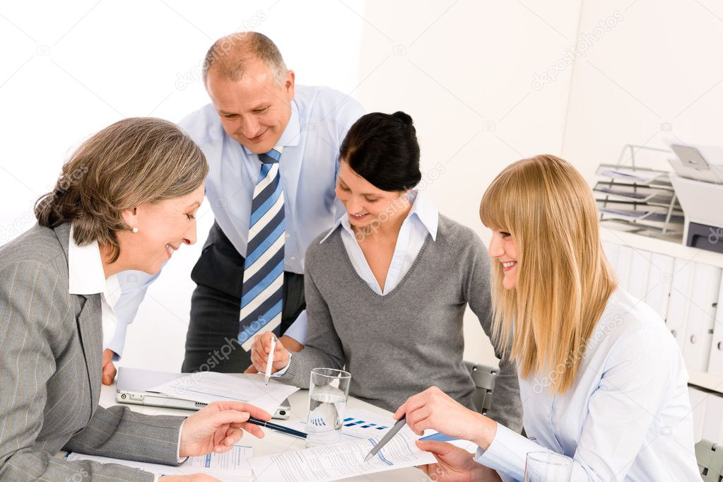 Business team meeting senior businesswoman with happy colleagues in office — Lizenzfreies Foto #9036683
