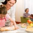 Mother and daughter making apple tart together — Stock Photo