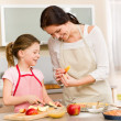 Mother and daughter cutting apples for pie — Foto Stock