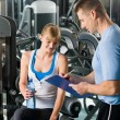 Completing personal fitness plan with trainer - Foto Stock