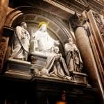 A sculpture in St. Peter's basilica Jesus, Saint Paul, Saint Pet — Stock Photo