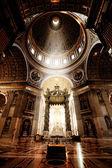 内部、聖ピーター大聖堂、バチカン市国 — ストック写真