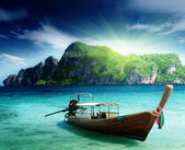 Boat on Phi Phi island Thailand — Stock Photo