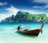 Boat on Phi Phi island Thailand — Stock Photo