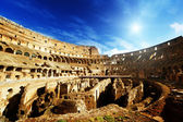 Interior del coliseo en roma, italia — Foto de Stock