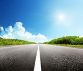 Route et journée d'été — Photo