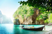 Long boat on island in Thailand — 图库照片