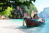 Long boat at island in Thailand — 图库照片