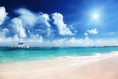 Caribbean beach and yacht — Stock Photo