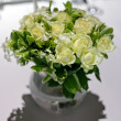 White roses in a glass vase. — Stock Photo