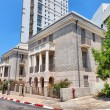 Street in Tel Aviv twin building, Israel — Stock Photo