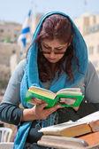 Wailing Wall Jerusalem, praying woman — Stock Photo