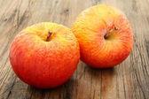 Deux pommes ratatinées. — Photo