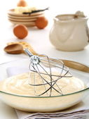 Vanilla sauce in a bowl and whisk for whipping. — Stock Photo