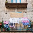 Italian House with Laundry — Foto Stock
