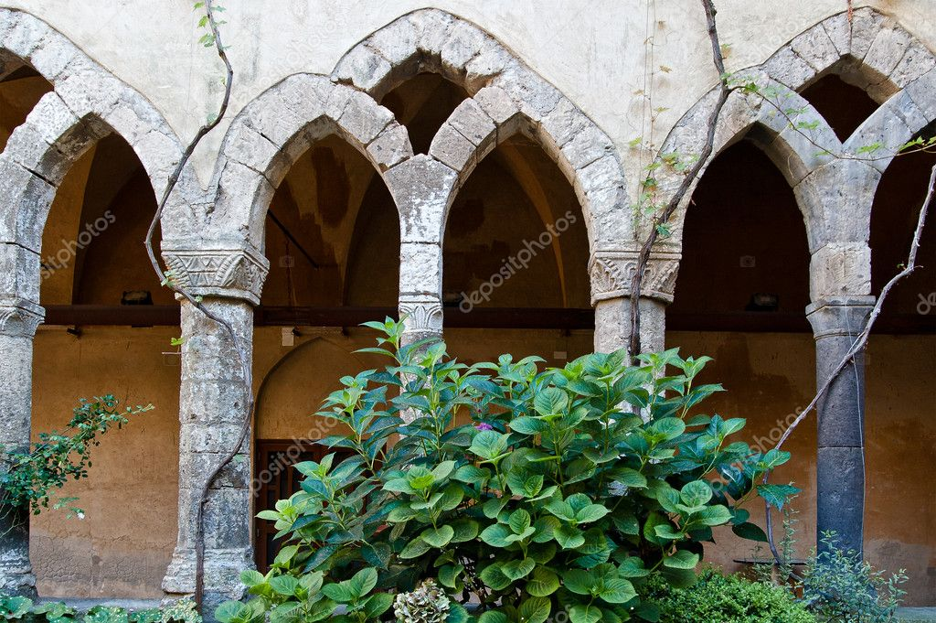 Antique abandoned romance arcade taken in italy — Stock Photo #8566695