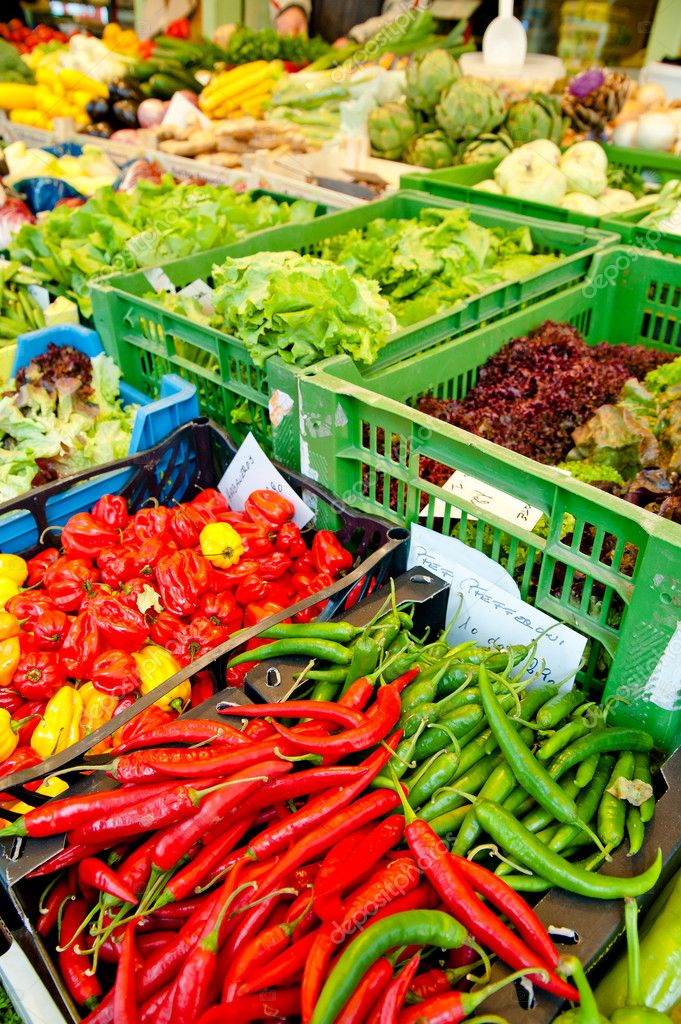 Vegetables market with chillies, red peppers and lettuce — Stock Photo #8991287