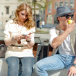 City Scene with Couple — Stock Photo