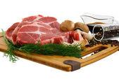 Bife cru com endro cogumelos e especiarias — Fotografia Stock