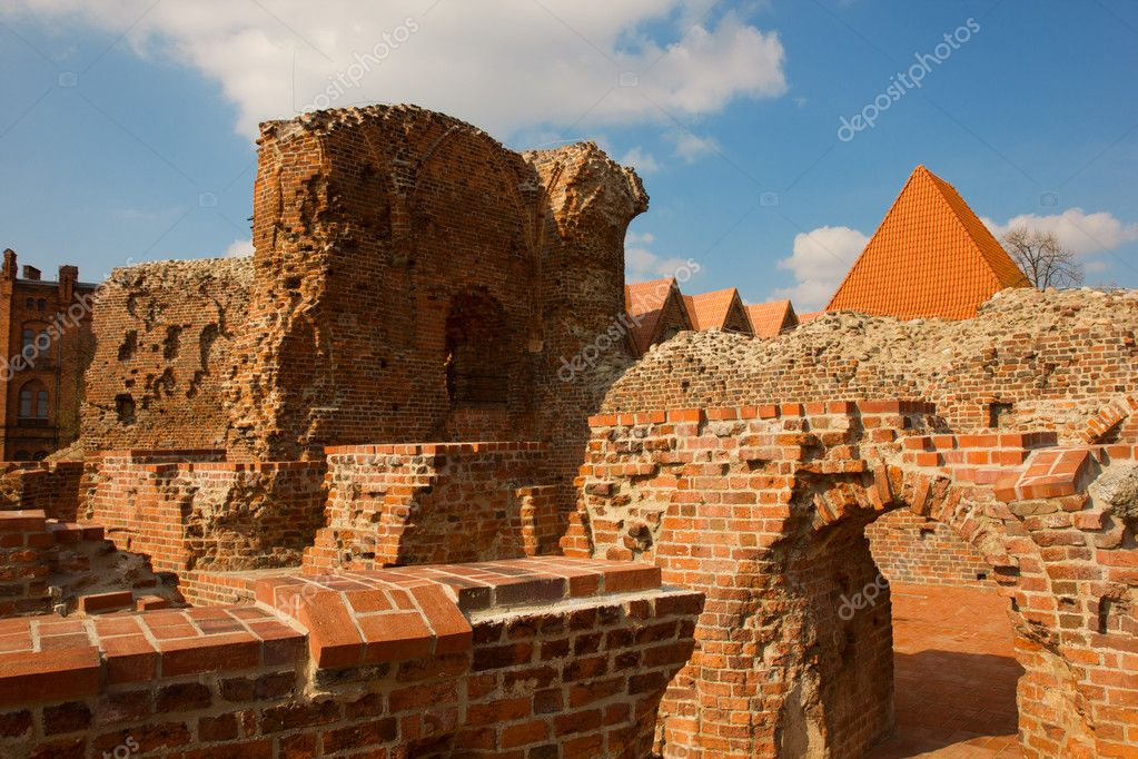 Ruins of of Teutonik knights castle, Torun, Poland — Stock Photo #10093270
