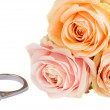 Bouquet of roses with wedding ring — Stock Photo