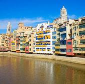 Hus på floden onyar, girona, spanien — Stockfoto