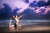Paloma de kapotasana de raja yoga pose — Foto de Stock