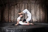 Couple yoga — Stock Photo