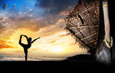 Man silhouette doing yoga — Stock Photo