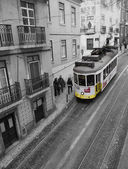 Yellow train in Lissabon, Portugal. — 图库照片