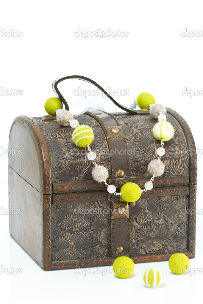 Antique old wooden jewelry box with necklace — Stock Photo #10355952
