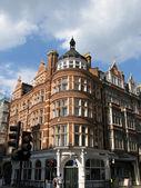 Budynek z czerwonej cegły londyn — Zdjęcie stockowe