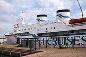 Crucero en el puerto — Foto de Stock