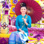 CHIANG MAI, THAILAND - FEBRUARY 4: Traditionally dressed woman i — Stock Photo