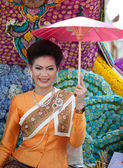 CHIANG MAI, THAILAND - FEBRUARY 4: Traditionally dressed woman o — Stock Photo