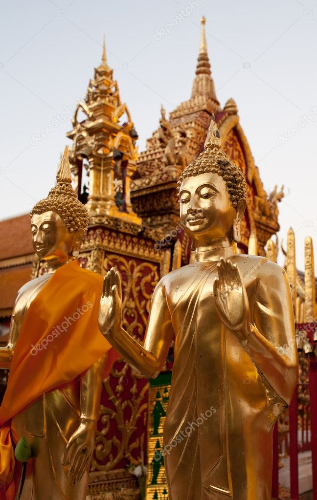 Golden Buddha statue in Doi Suthep Wat in Chiang Mai — Stock Photo #9100065