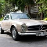 HUA HIN - DECEMBER 19: Beige Mercedes on Vintage Car Parade 2009 — Stock Photo #9310825