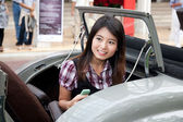 HUA HIN - DECEMBER 19: Guest of Exhibition on Vintage Car Parade — Zdjęcie stockowe