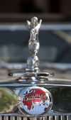 Car Emblem on Vintage Car Parade — Stock Photo