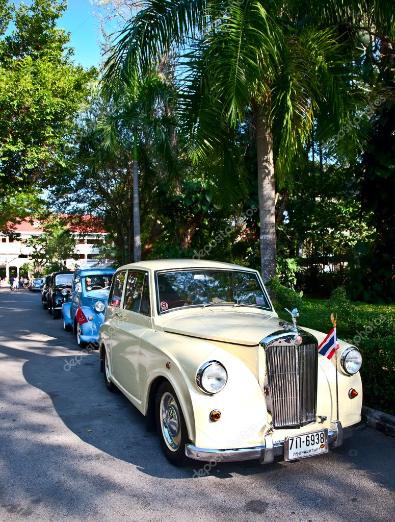 HUA HIN - DECEMBER 18: Triumph Mayflower, 1953 year. Retro Car on Vintage Car Parade 2010 at Sofitel Resort on December 18, 2010 in Hua Hin, Thailand. — Stock Photo #9317637