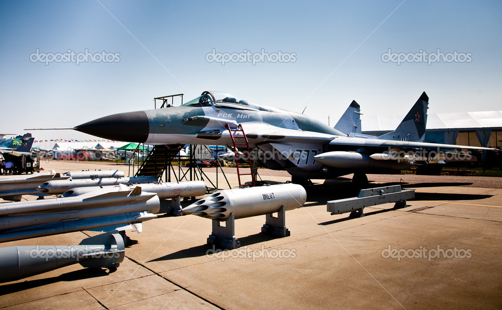 MOSCOW, RUSSIA, AUGUST,16: Torpedo, Bombs and Fighter at the International Aviation and Space salon MAKS 2011, August 16, 2011 at Zhukovsky, Russia — Stock Photo #9318102