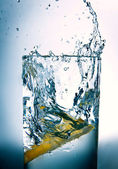 Slice of lemon in a glass of water — Stock Photo