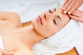 Woman receiving facial massage — Stock Photo