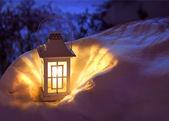 Lucerna ve sněhu — Stock fotografie